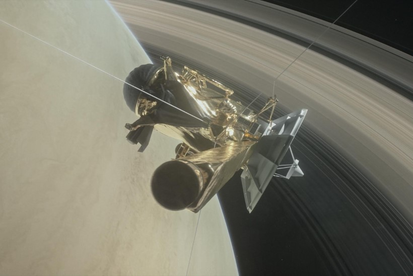 Kosmosesond Cassini asus viimsele teekonnale ja lendas läbi Saturni rõngaste vahelt
