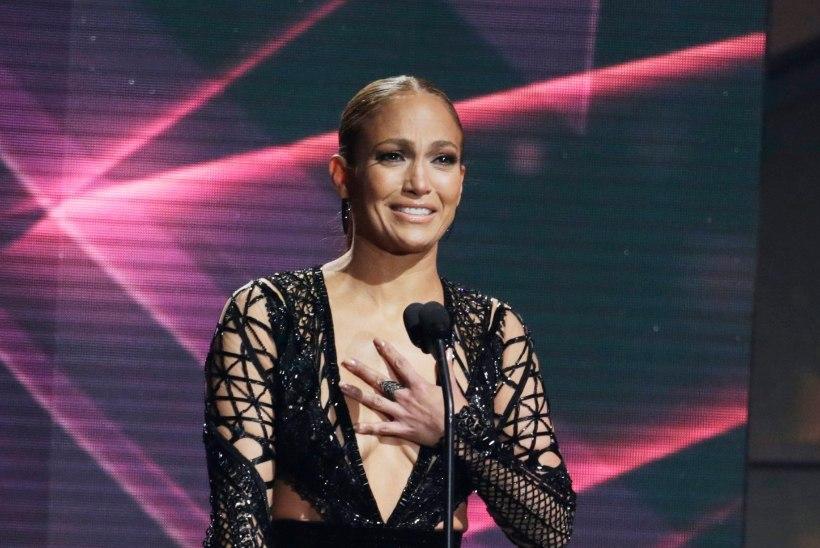 OPA! 47-aastane Jennifer Lopezi riskantne kleit paljastas mõndagi...