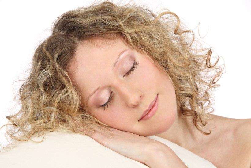 Ettevaatust! Lahtiste juustega magamine võib näonaha põletikuliseks muuta