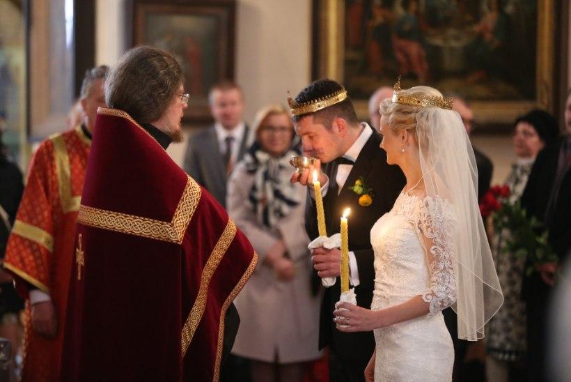 Äsja abiellunud Siret Kotka ja Martin Repinski saavad perelisa!