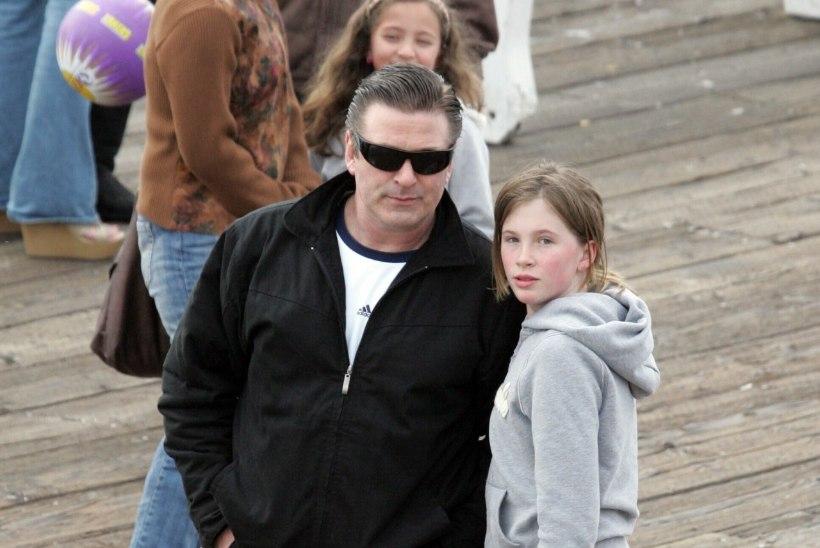 Alec Baldwini sõimurahe 11aastase tütre aadressil rikkus nende suhted jäädavalt
