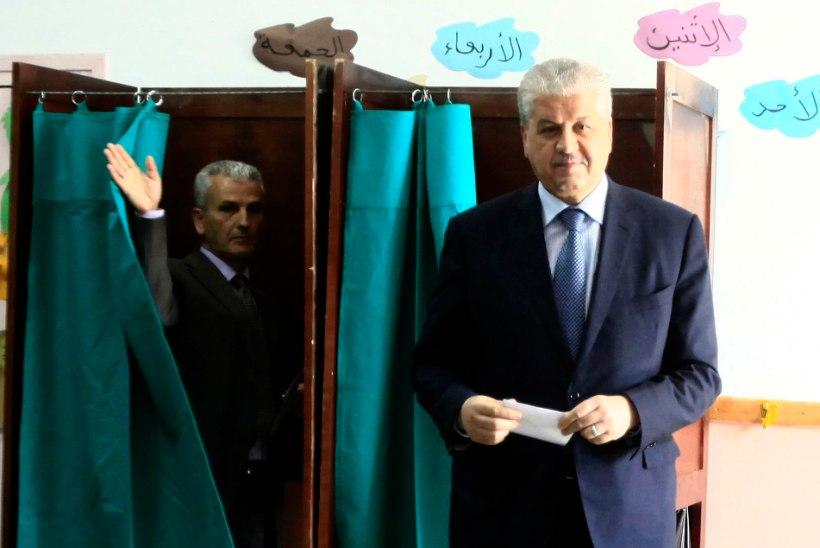 Alžeeria peaminister soovitas naistel vajadusel meestele kaikaga virutada