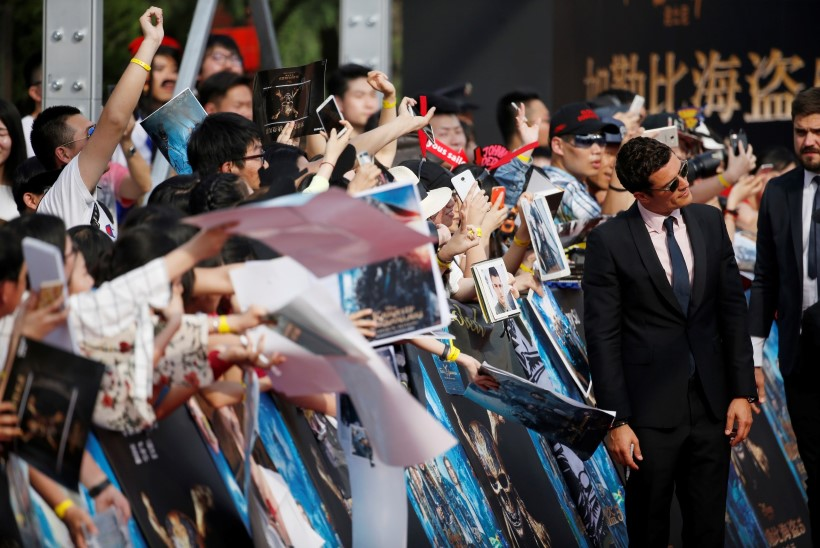 """Depp ja Bloom hullutasid Hiinas """"Kariibi mere piraatide"""" maailmaesilinastusel fänne"""