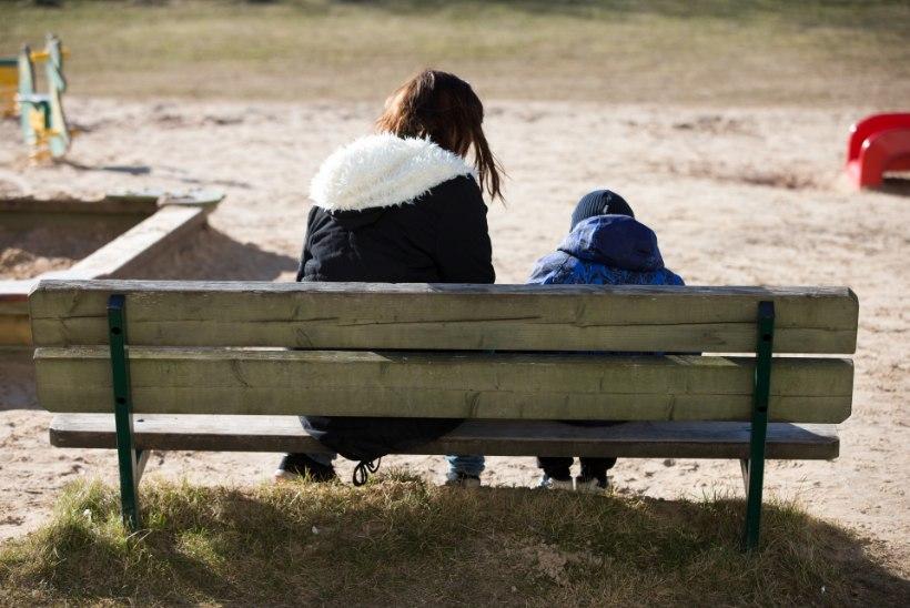 Tiina Tuum | Porised jäljed paraadportreel ehk Eesti otsib Aasta (üksik)ema