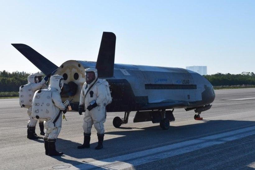 Floridas maandunud kosmoselennukit katab suur saladuseloor
