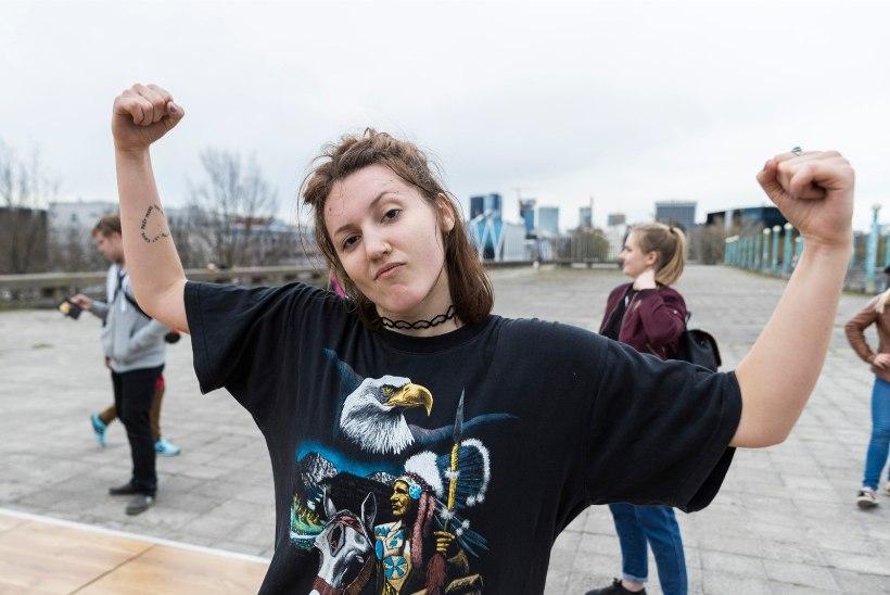GALERII | Linnahalli katusel mürtsus bass ja noored keerutasid pea peal