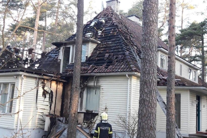 Müüjad ei usu, küll aga ekspert: Tsahkna maja põlengu põhjustas õhksoojuspump