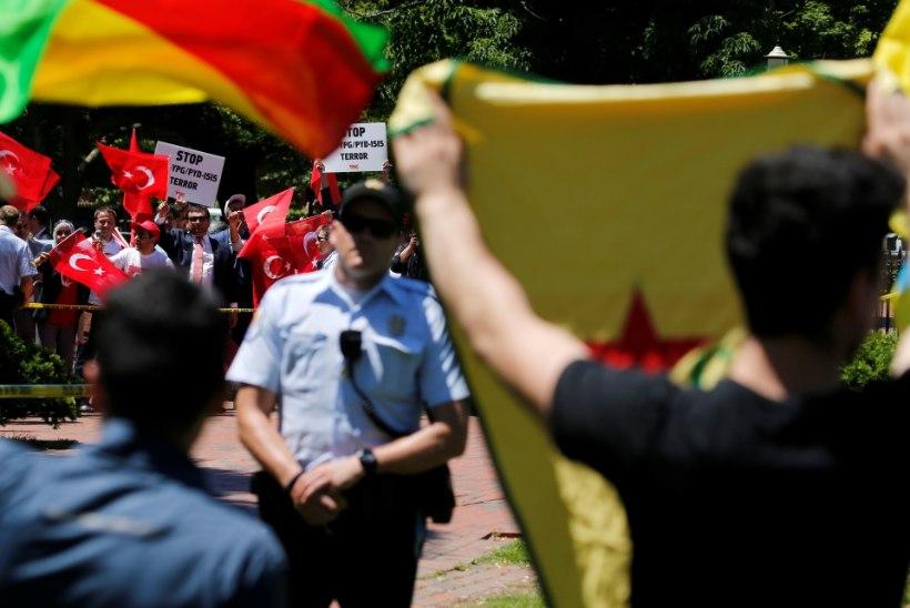 TRUMPI JA ERDOGANI KOHTUMINE: komplimendid üksteisele ja vägivaldne meeleavaldus saatkonna ees