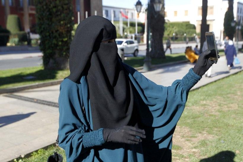Austria hakkab alates oktoobrist burkat kandvaid naisi trahvima