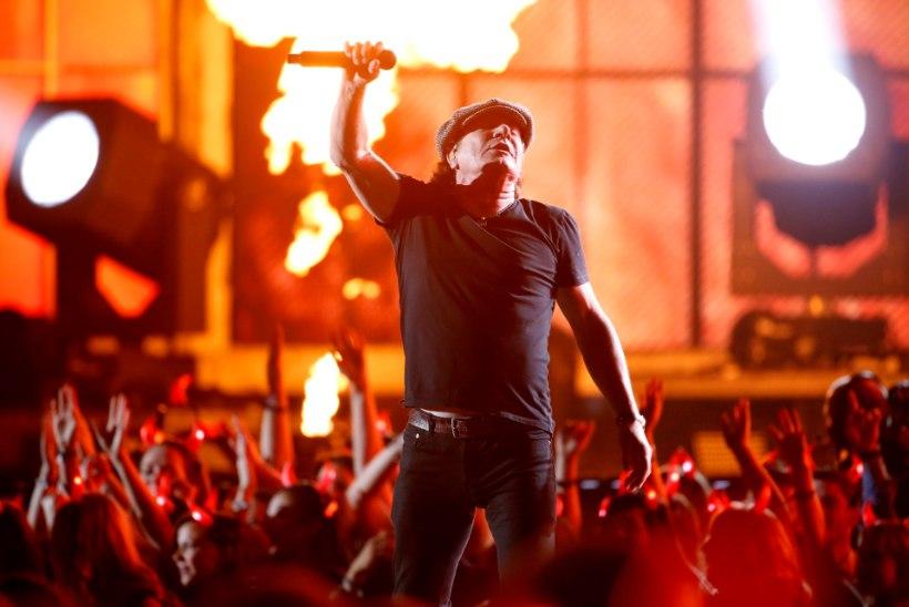 AC/DC laulja naasis üle pika aja lavale