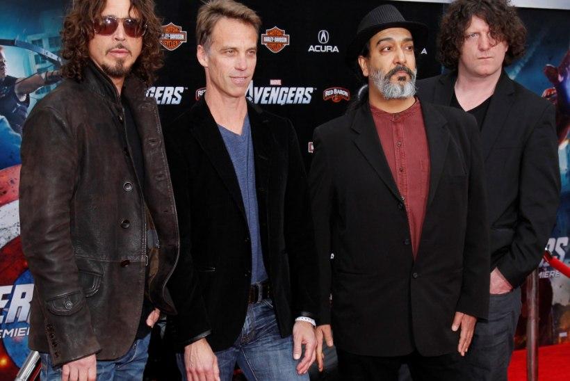 Politsei kinnitab, et Soundgardeni rokkar võttis endalt ise elu