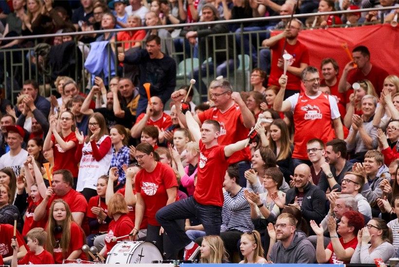 GALERII | Maruline publik, Aivar Kuusmaa dramaatilised emotsioonid ja Janar Taltsi kõver sõrm - ehk Rapla juhib Tartu vastu 2:0!