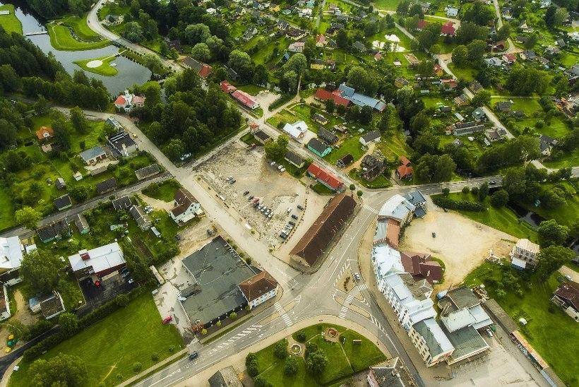 Eesti juubeliaastal saab Tõrva esimesena klanitud keskväljaku