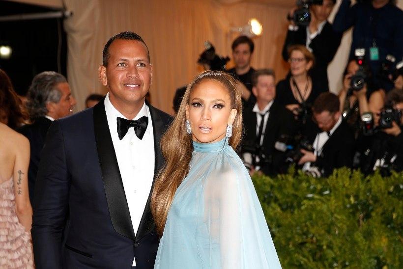 Jennifer Lopez ilmus moegalale koos kurikuulsa uue kallimaga