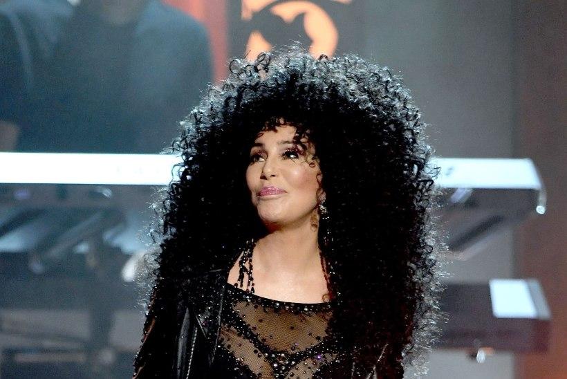 71aastane Cher kandis nibukaunistusi ja stringe