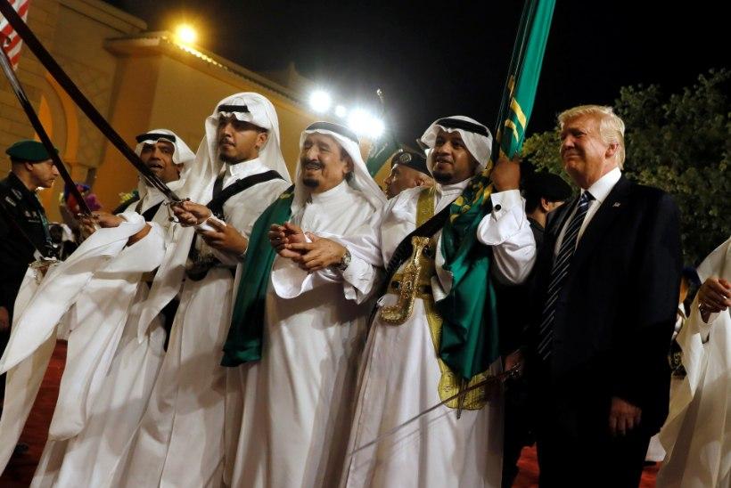 VIDEO | Trump ja Tillerson tantsisid Saudi Araabia sõjatantsu