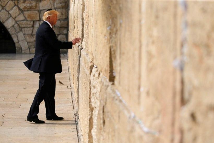 AJALOOLINE SÜNDMUS: Trump külastas Nutumüüri
