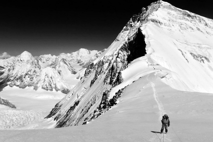 Mount Everestil hukkus kolm mägironijat, üks on jäänud kadunuks
