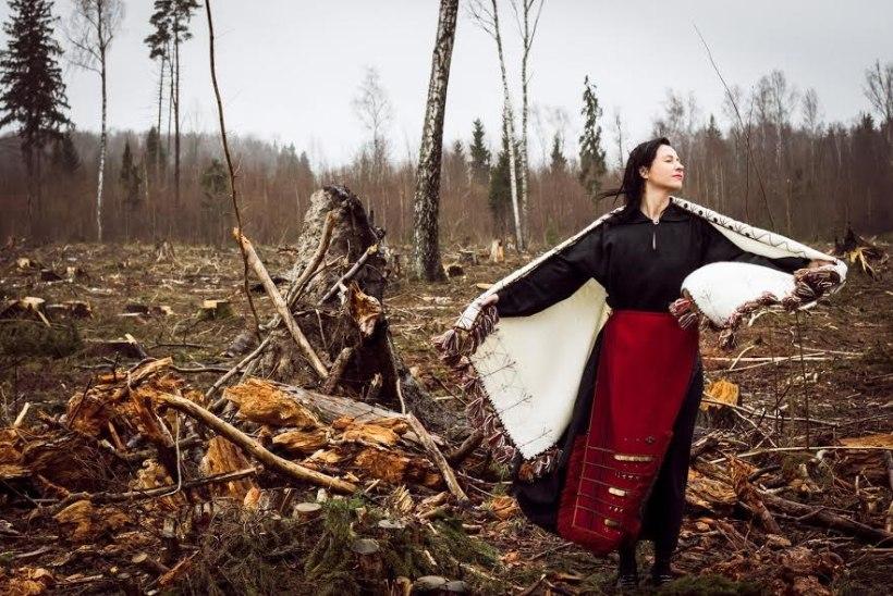 Omanäoline moeetendus esitab Eesti rahvuslikku käsitööd modernses võtmes
