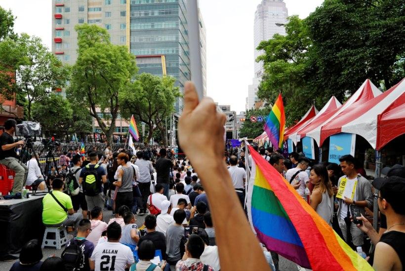 Taiwan andis esimese Aasia riigina rohelise tule geiabieludele