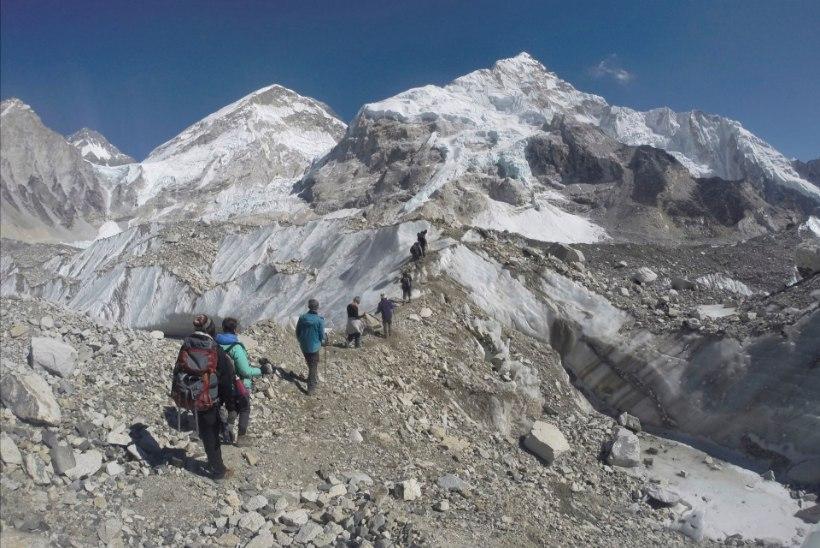 Must hooaeg maailma kõrgeimal tipul jätkub: Mount Everestil leiti telgist nelja inimese surnukehad