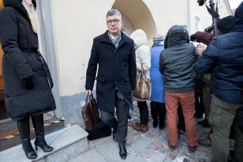 Minister Korbi flirt venekeelsete valijatega NATO teemadel lõppes päev hiljem ametist ilmajäämisega