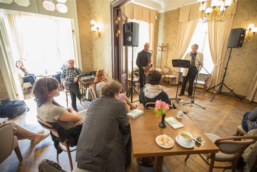 GALERII   HeadRead avas luulekohvikus Paul-Erik Rummo