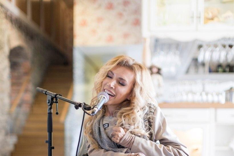 GALERII | Skandaalne Vene eurolauljatar Julia Samoilova Tallinnas
