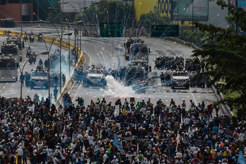 LÕUNA-AMEERIKA MÄSSAB: Venezuela ja Brasiilia rahvas tahab presidenti kukutada