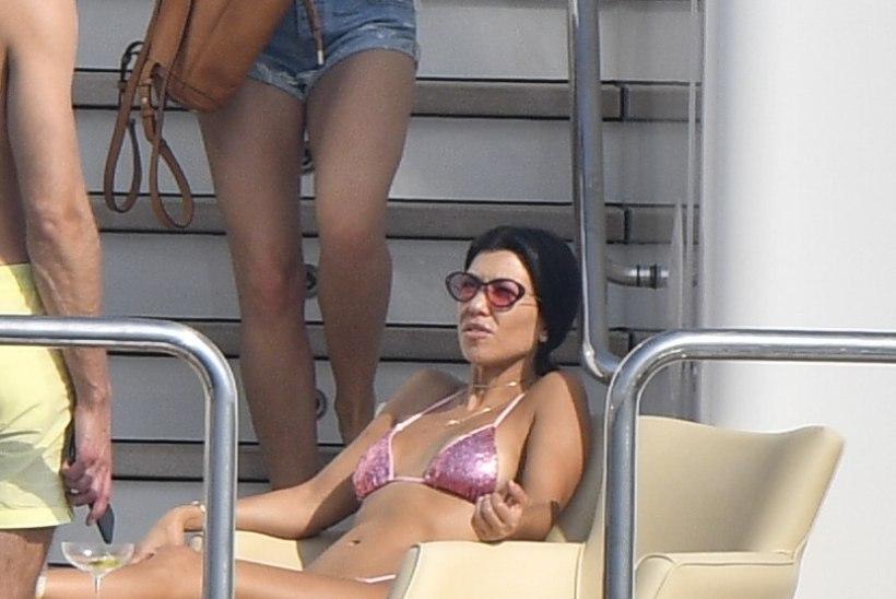 Mmmm! Kourtney Kardashiani ihukatteks on pea olematud stringbikiinid