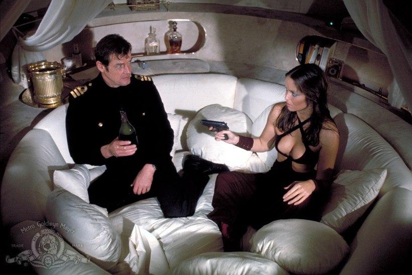 Roger Moore'ile pühendatud pühapäev! TV3 näitab läbi aegade parimat Bondi filmi!