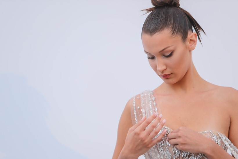 SURMAVALT HURMAV! Bella Hadid kandis imetabaselt paljastavat rüüd