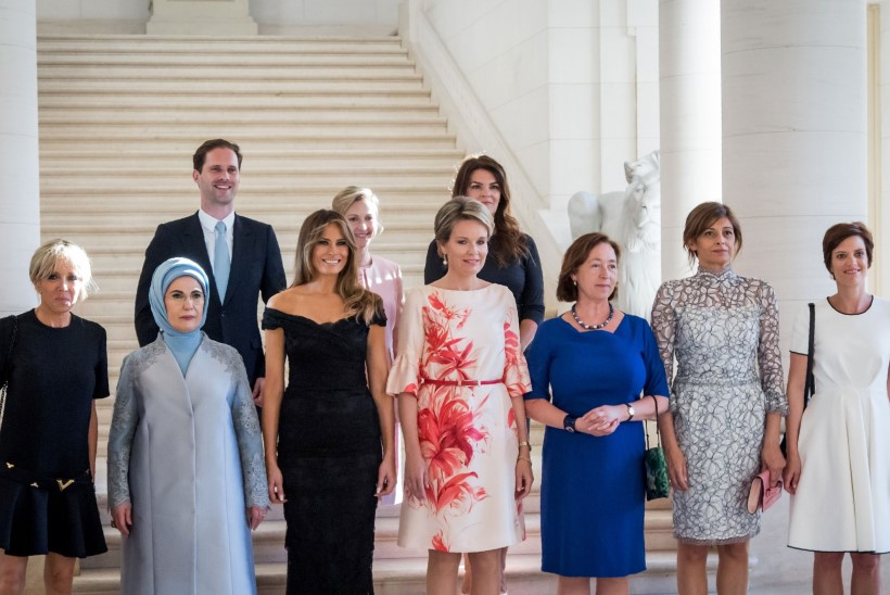 FOTOPOMM | Esimest korda tuli G7 tippkohtumise kaaslaste ühispildile geiabikaasa