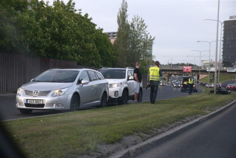 FOTOD | Raske õnnetus mootorrattaga viis juhi ja kaasreisija haiglasse