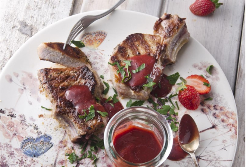 Grillkaste röstitud maasikatest ja rabarberist