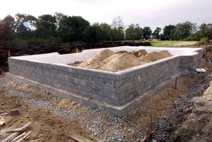 Alumiste majapalkide vahetus peab käima käsikäes vundamenditöödega