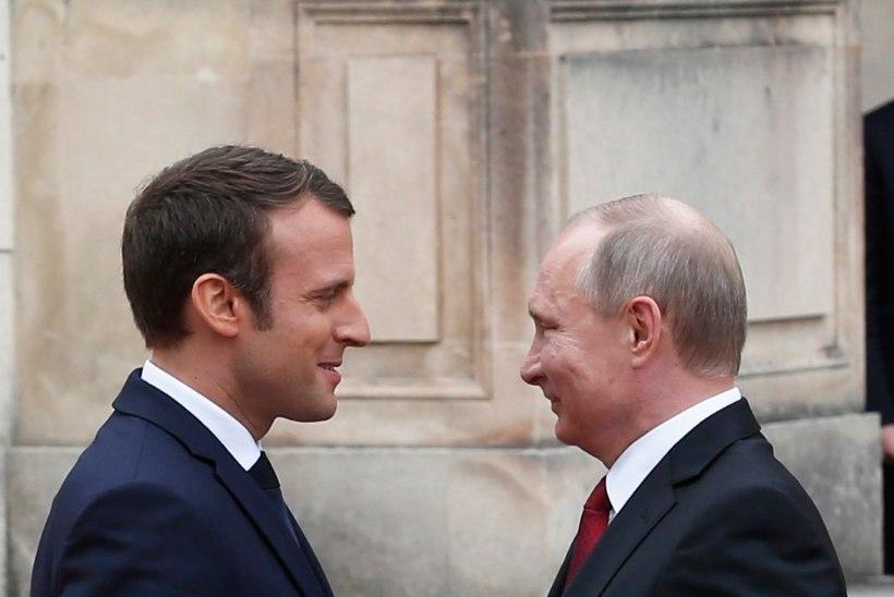 FOTOD | Emmanuel Macron kohtus Versailles' lossis Vladimir Putiniga