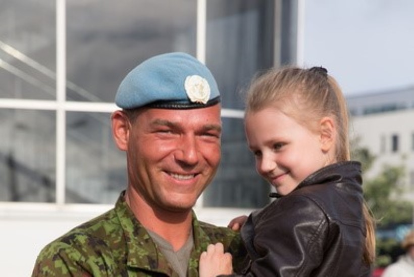 SÜDAMLIK GALERII | Liibanonis teeninud Eesti kaitseväelased võeti sadamas vastu muside ja kallistustega