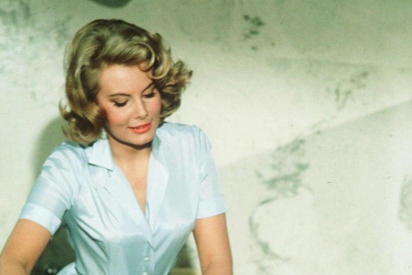 Suri esimene paljas Bondi-tüdruk Molly Peters