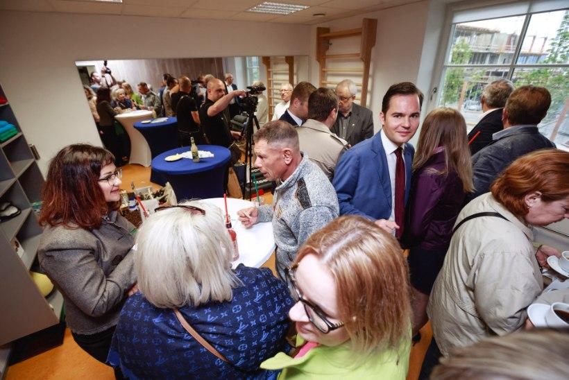 KADUNUD GLAMUUR: Edgar Savisaar pidas oma sünnipäeva büroohoones