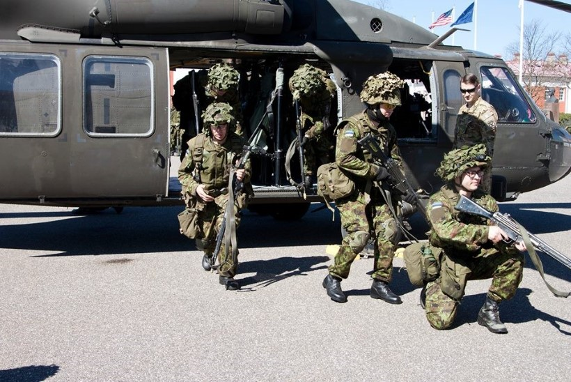 PILTUUDIS | Kuperjanovlased ja USA kopterite Black Hawk üksus harjutasid koostööd