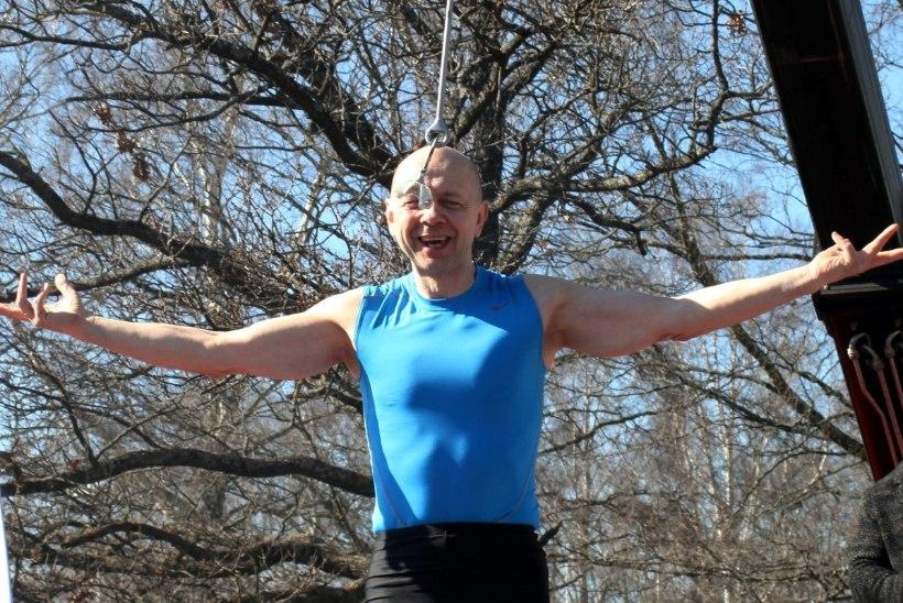 GALERII JA VIDEO | USKUMATU! Staarakrobaat Vello Vaher purustas oma eelmise maailmarekordi mitmekordselt
