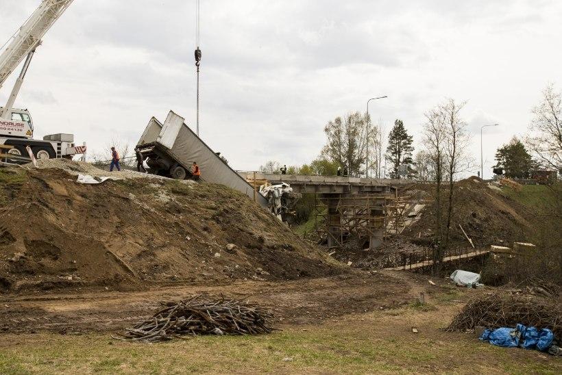 Riik nõuab sillaõnnetuse põhjustajalt 50000 eurot