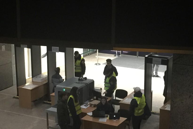 REPORTAAŽ KIIEVI EUROKLUBI PEOLT: tuumakatastroofi järgi nime saanud shotid ja vallatud tantsunumbrid
