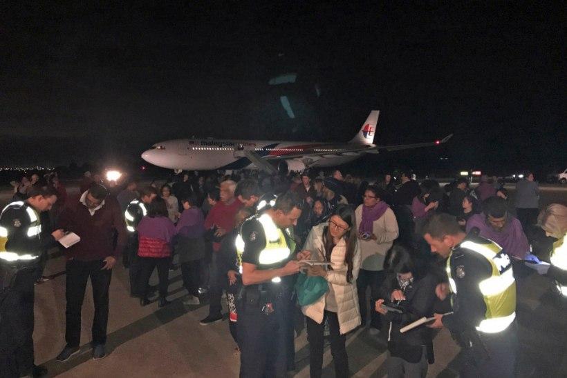 FOTOD | Malaysia Airlinesi lennul üritas reisija kokpitti tungida, ähvardades meeskonda pommiga