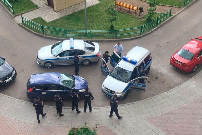 FOTO | Vene opositsiooniliider Aleksei Navalnõi vahistati kodumaja ees