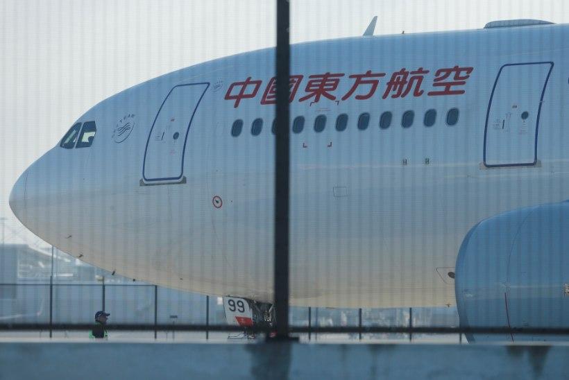 FOTOD | China Eastern Airlinesi lennuki mootorisse tekkis tund pärast õhkutõusu auk