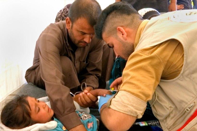 FOTOD | Iraagi sõjapõgenike laagris said sajad inimesed toidumürgituse