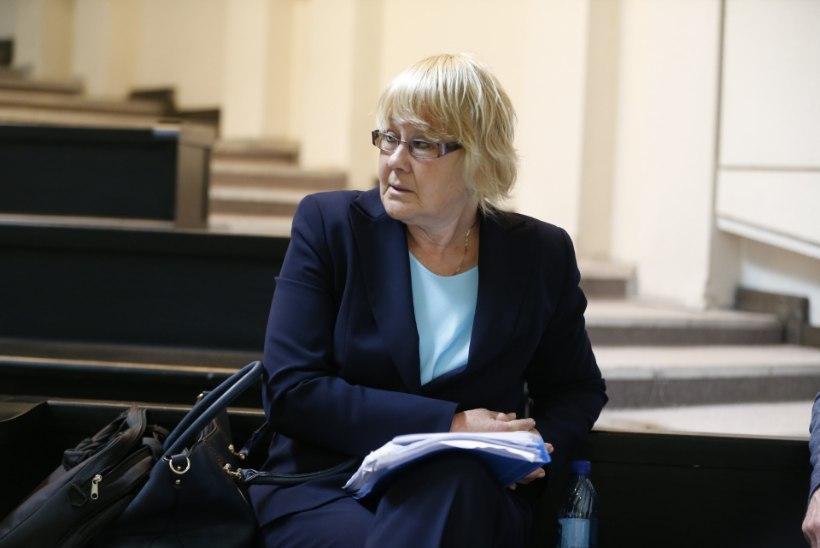 BLOGI JA FOTOD    Edgar Savisaare kohtuprotsessil vaagiti tagandatud linnapea tervist