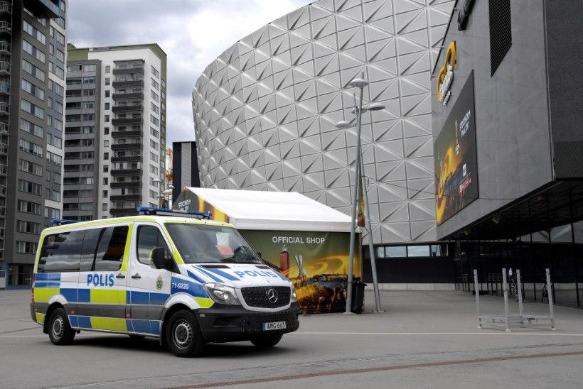 Stockholmi kesklinnas rammis veok mitmeid sõiduautosid